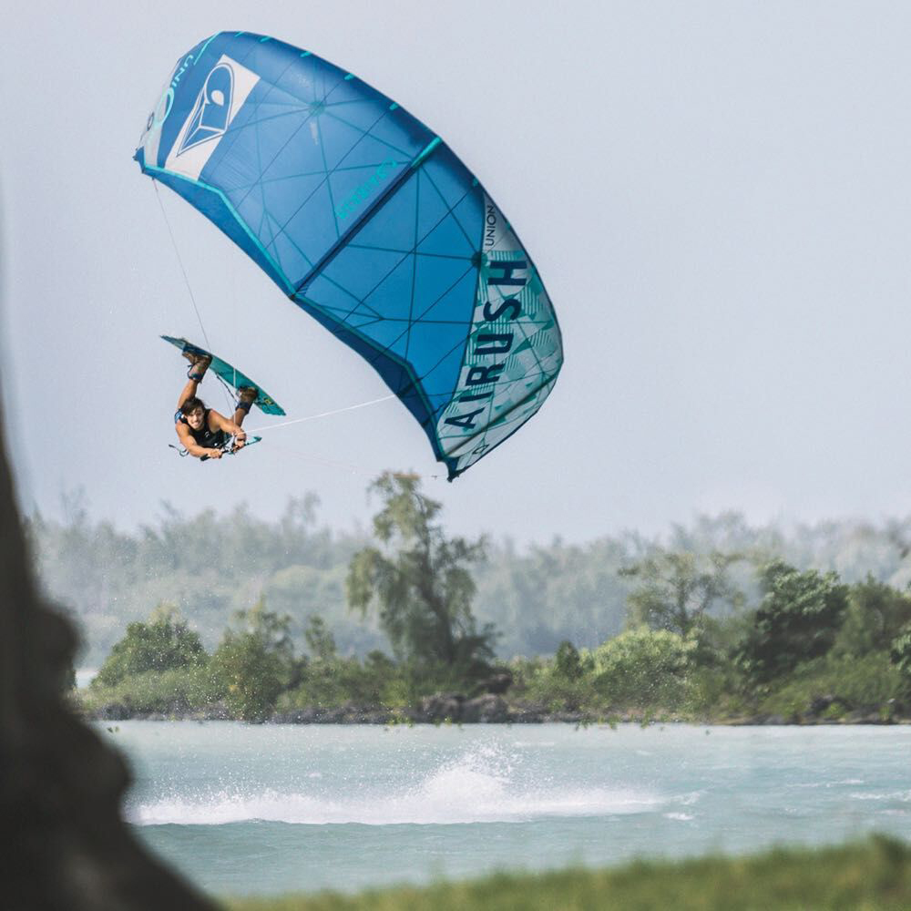 airush-kiteboarding-oswald-smith-ydwer-com-union-iii-kite-5_preview