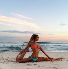 yoga-beach